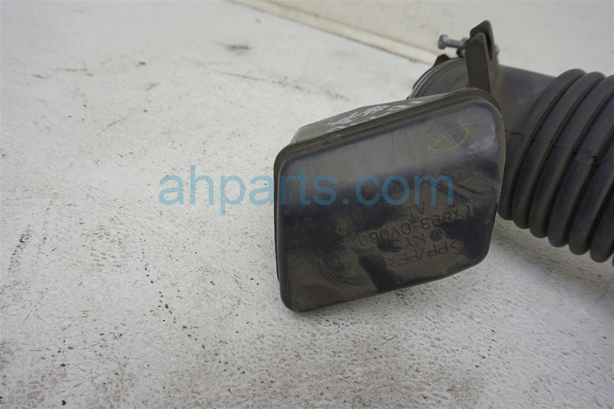 2014 Toyota Camry Intake Air Cleaner Tube 17881 0V070 Replacement