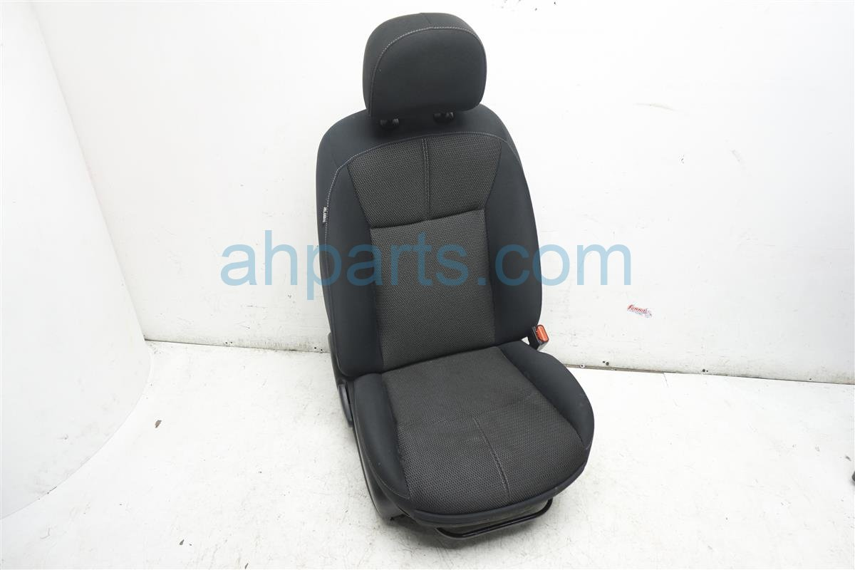2015 Nissan Sentra Front Passenger Seat Black / Gray Cloth Replacement