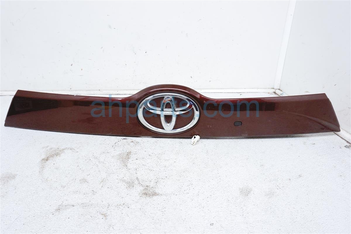 Sold 2015 Toyota Highlander Rear Trunk Molding   Burgandy 76822 0E030 Replacement