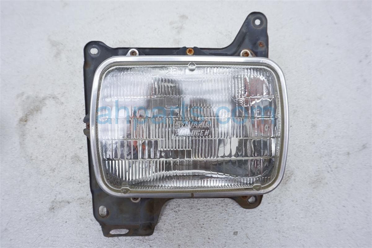 1993 Nissan Nissan Truck Headlight Front Passenger Head Light / Lamp B6010 01G11 Replacement