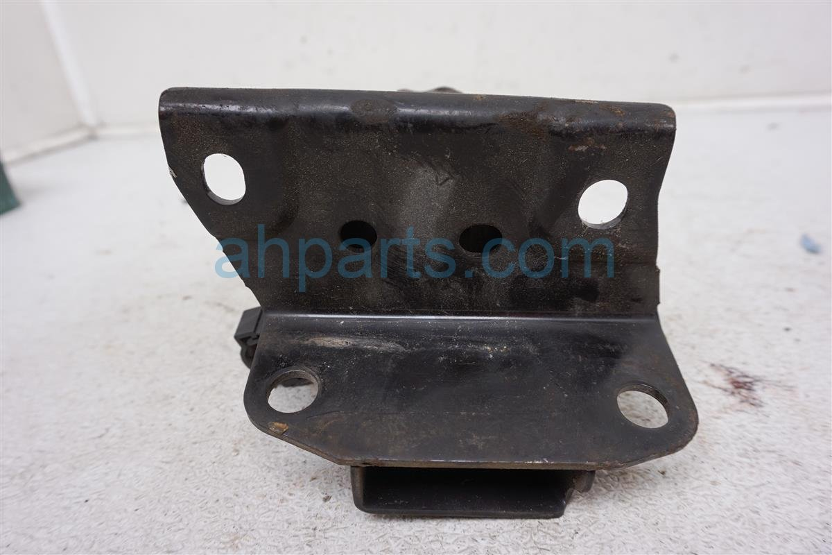 Sold 2002 Nissan Maxima Engine/motor Driver Engine Mount 11220 5Y700 Replacement