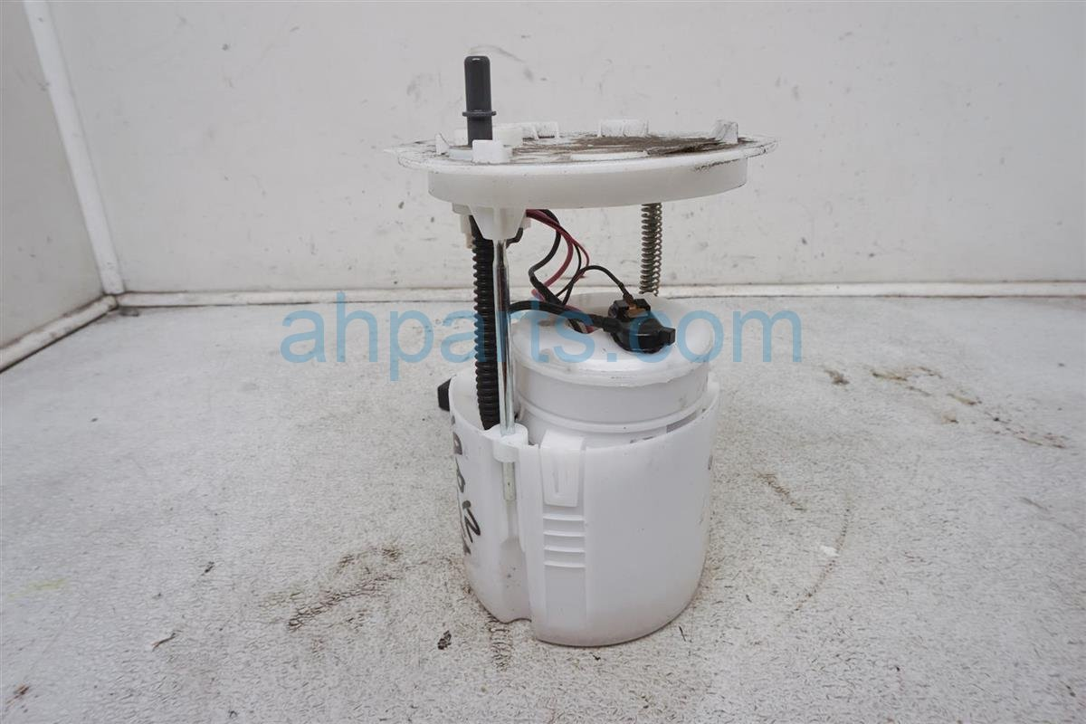 2016 Ford Fusion Gas / Fuel Pump DG9Z 9A299 H Replacement