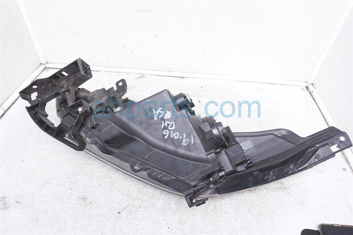2017 Honda HR V Headlight Passenger Head Light / Lamp 33100 T7S A01 Replacement