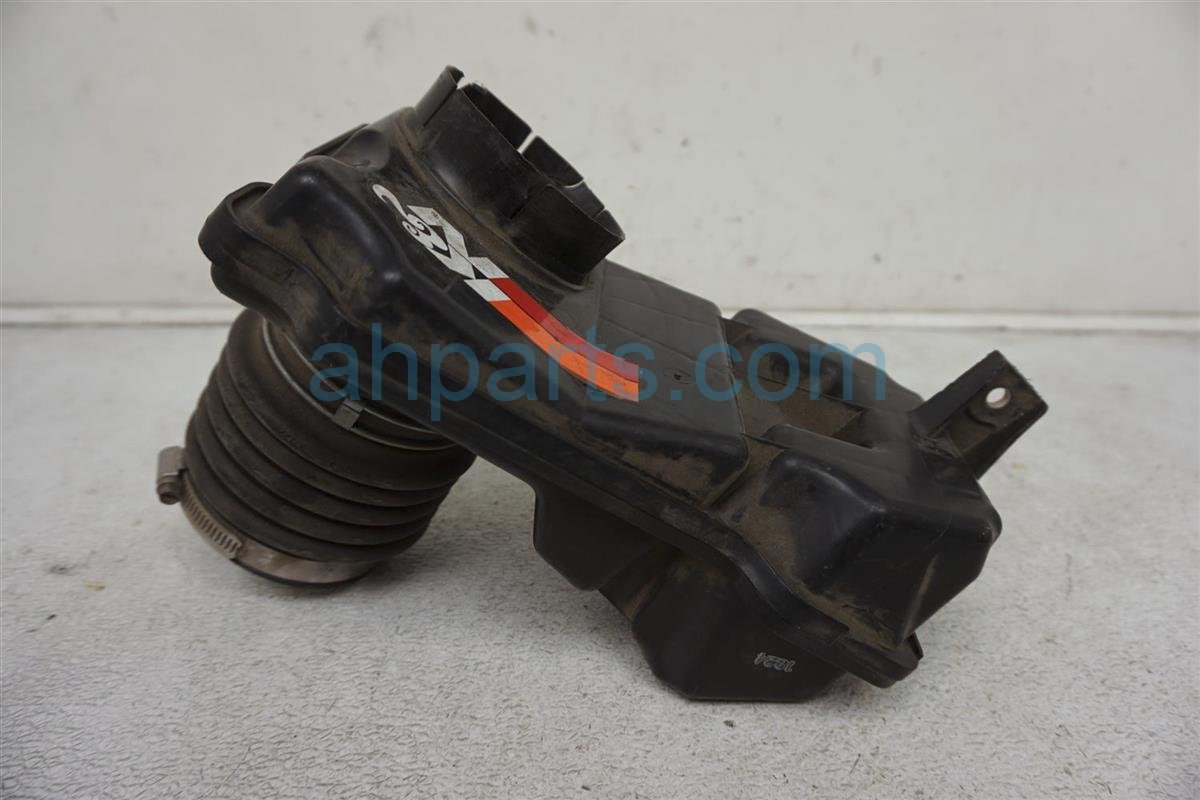 2002 Infiniti I35 Intake Air Duct Assy 16576 5Y700 Replacement