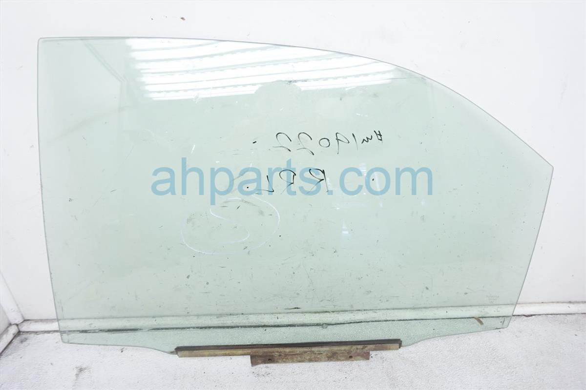 2003 Toyota Camry 4dr Rear Driver Door Glass Window 68104 AA010 Replacement