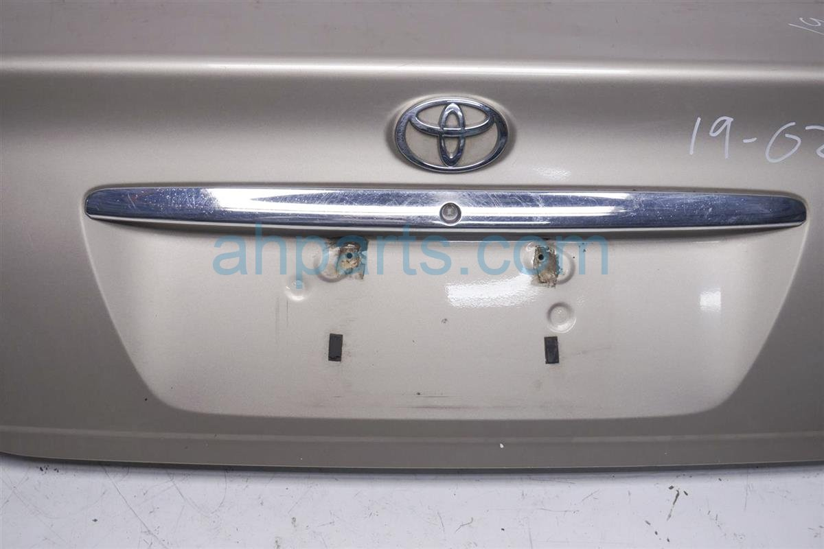 2003 Toyota Camry Deck Lid  Rear Trunk Gold 64401