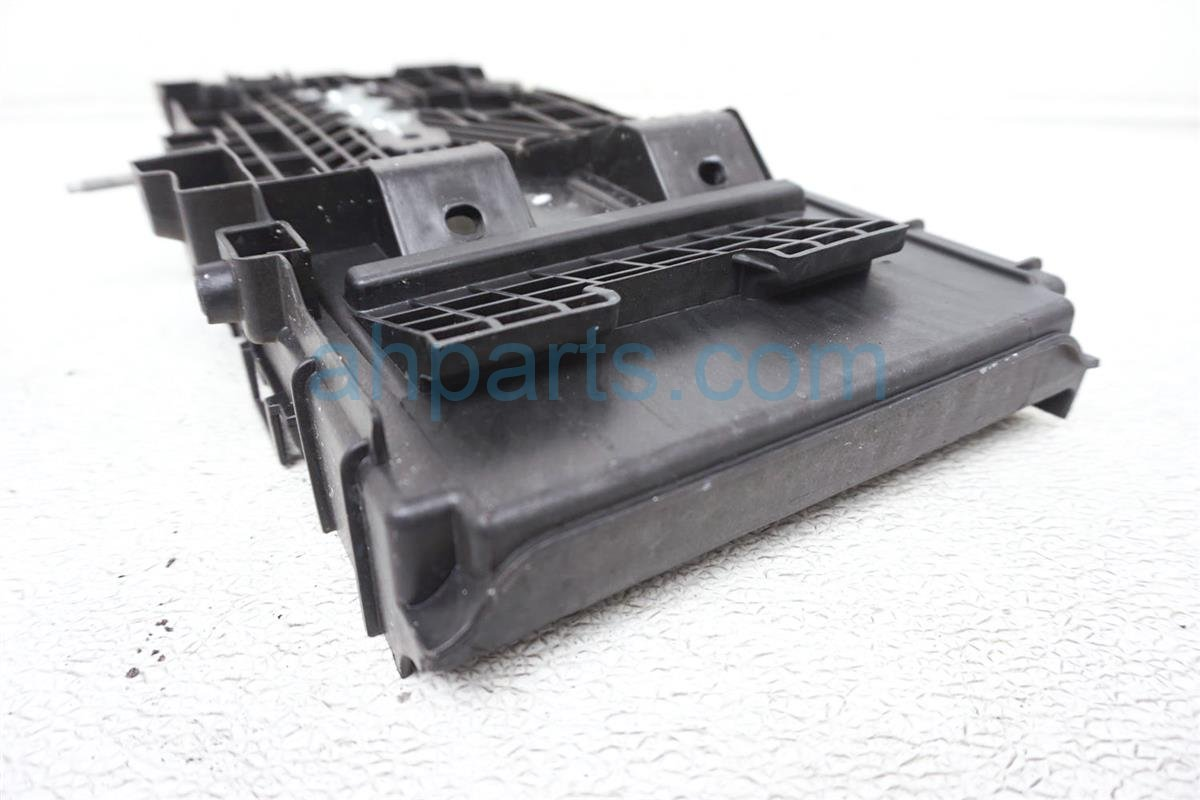 2016 Ford Fusion Battery Tray Assy DG93 10723 A Replacement