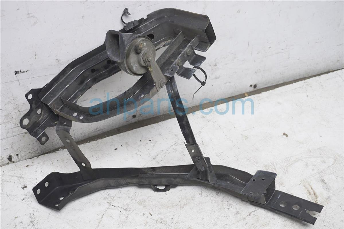 2006 Infiniti M35 Core Passenger Radiator Support Bracket 62520 EH200 Replacement