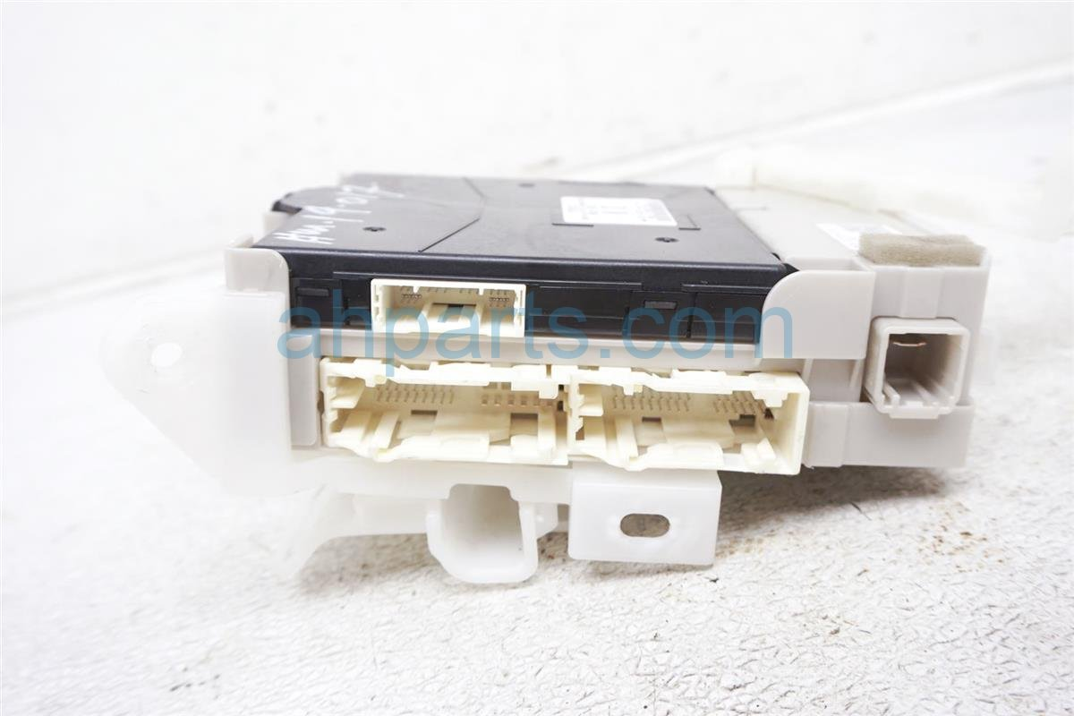 2012 Toyota Prius Cabin Junction Fuse Box 82730 47510 Replacement