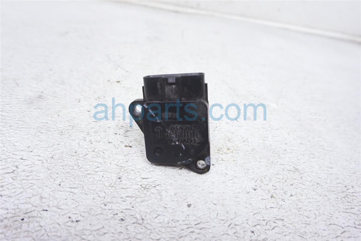 2013 Toyota Tacoma Mass Air Flow Sensor 22204 22010 Replacement