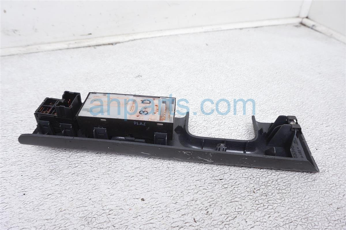2008 Nissan 350z Power / Master Window Control Switch 25401 CM50D Replacement