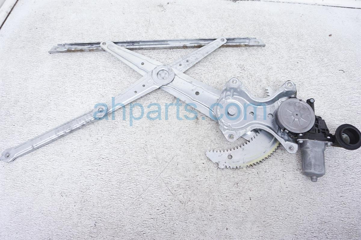 2014 Toyota Corolla Front Passenger Window Regulator & Motor 69801 02300 Replacement