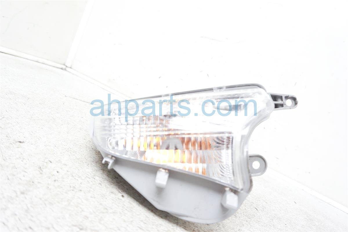 2016 Toyota Prius Driver Corner Lamp / Light 81511 52070 Replacement