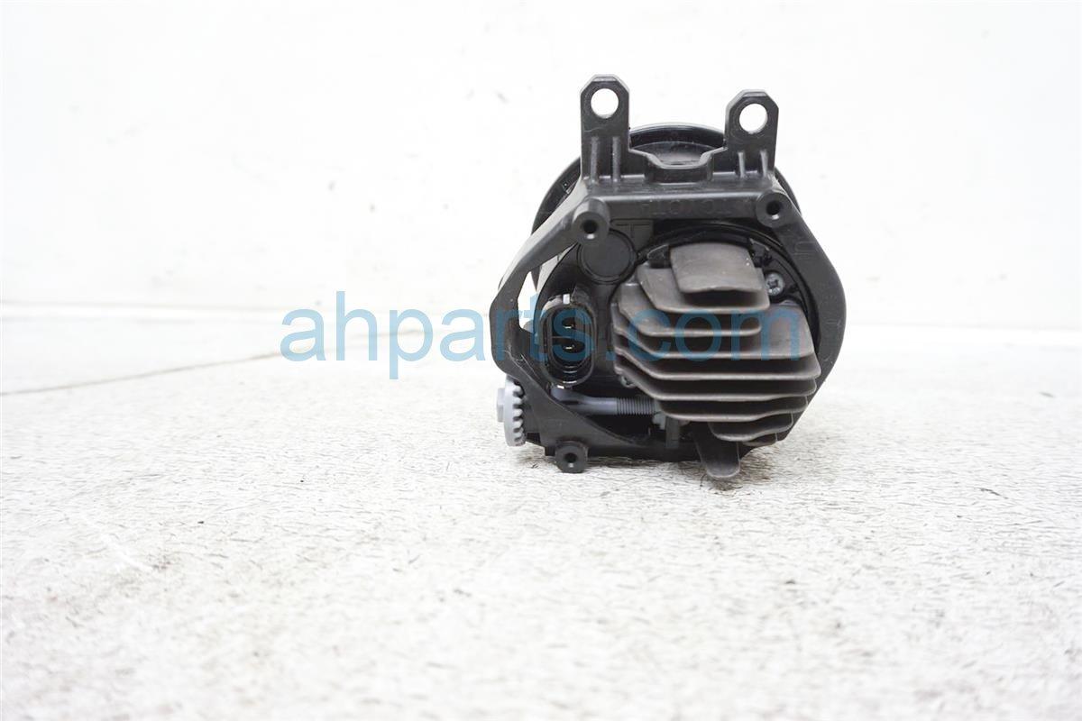 2016 Toyota Prius Driver Fog Lamp / Light   81220 48051 Replacement