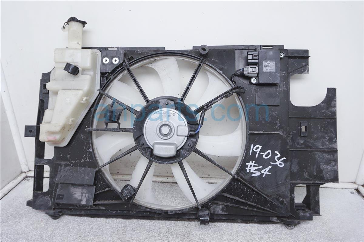 2016 Toyota Prius Cooling Radiator Fan Assembly   16711 21160 Replacement