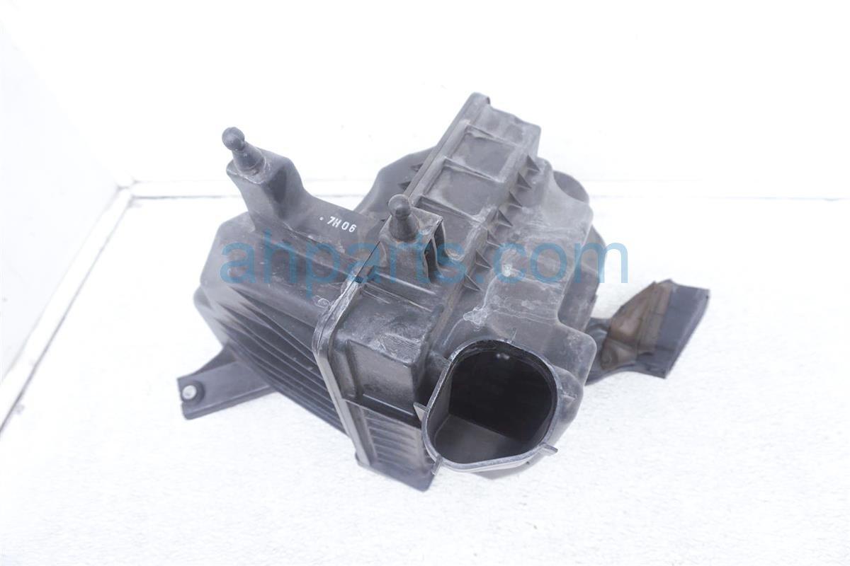 2007 Infiniti M45 Air Cleaner Intake Box 16500 EH000 Replacement