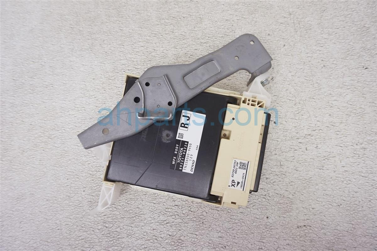 2016 Toyota Camry Multiplex Network Body Conrol Unit 89221 06220 Replacement