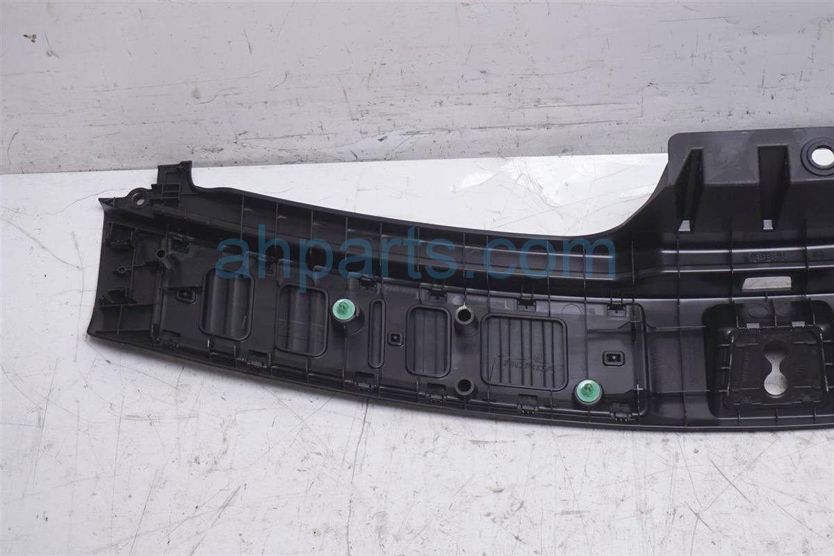 2014 Acura MDX Deck / Trunk Lid Tailgate Bumper Trim Liner Garnish 84675 TZ5 A11ZB Replacement