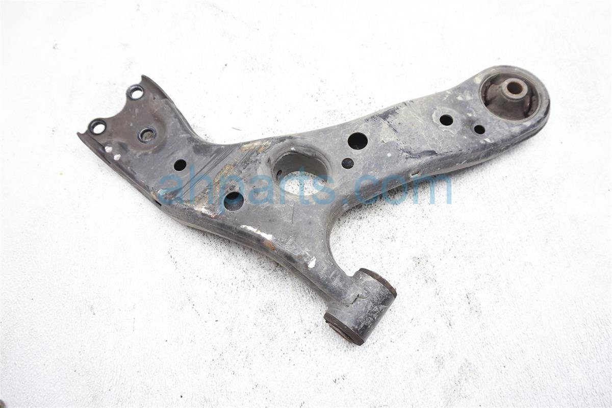 2017 Toyota IM Front Driver Lower Control Arm 48069 12300 Replacement