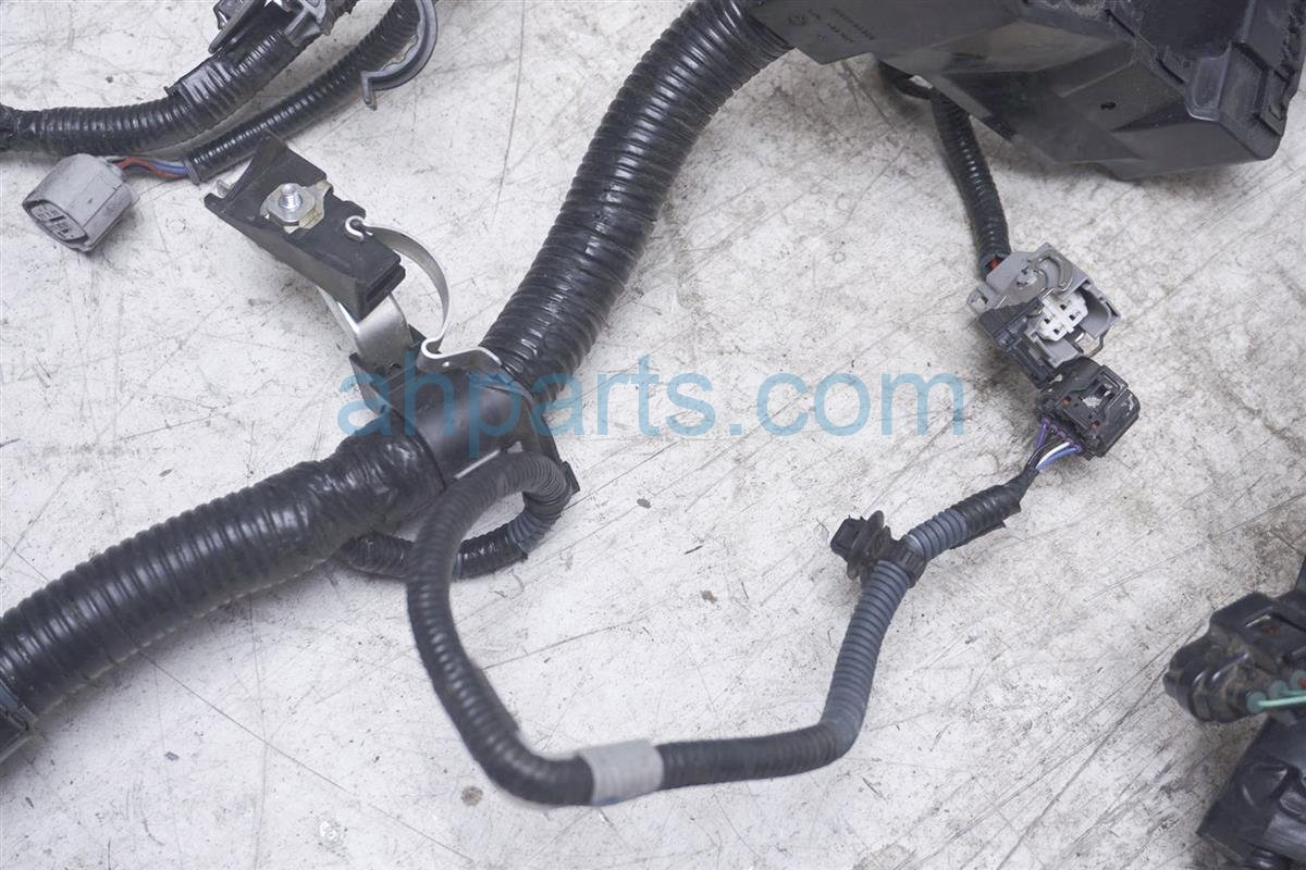 2017 Toyota IM Engine Wire Harness   At 82121 12U40 Replacement
