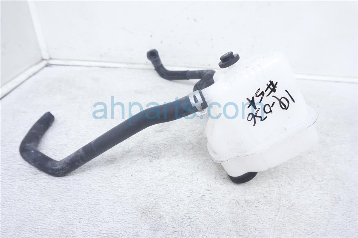 2016 Toyota Prius Reservoir Tank G92A0 52011 Replacement