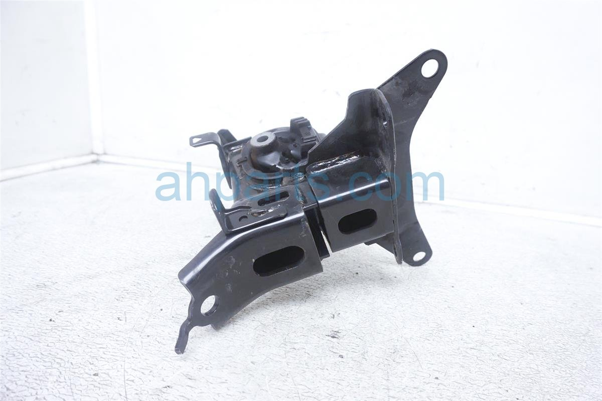 2016 Toyota Prius Engine/motor Driver Engine Side Mount 12372 21390 Replacement