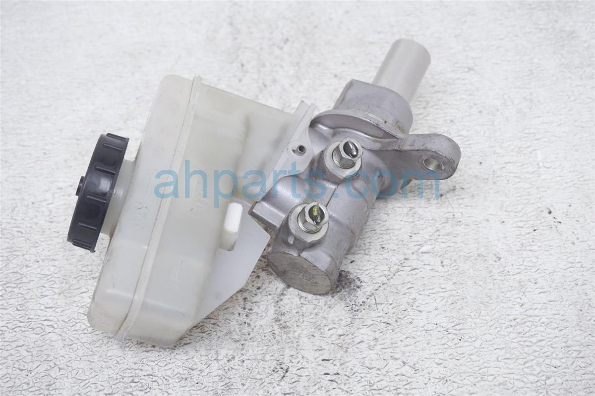 2007 Infiniti M45 Brake Master Cylinder 46010 AC725 Replacement