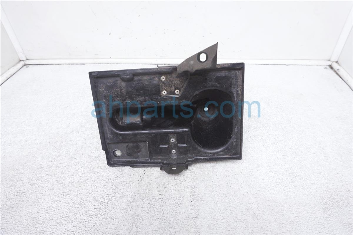 2007 Infiniti M45 Battery Tray 64866 EH100 Replacement