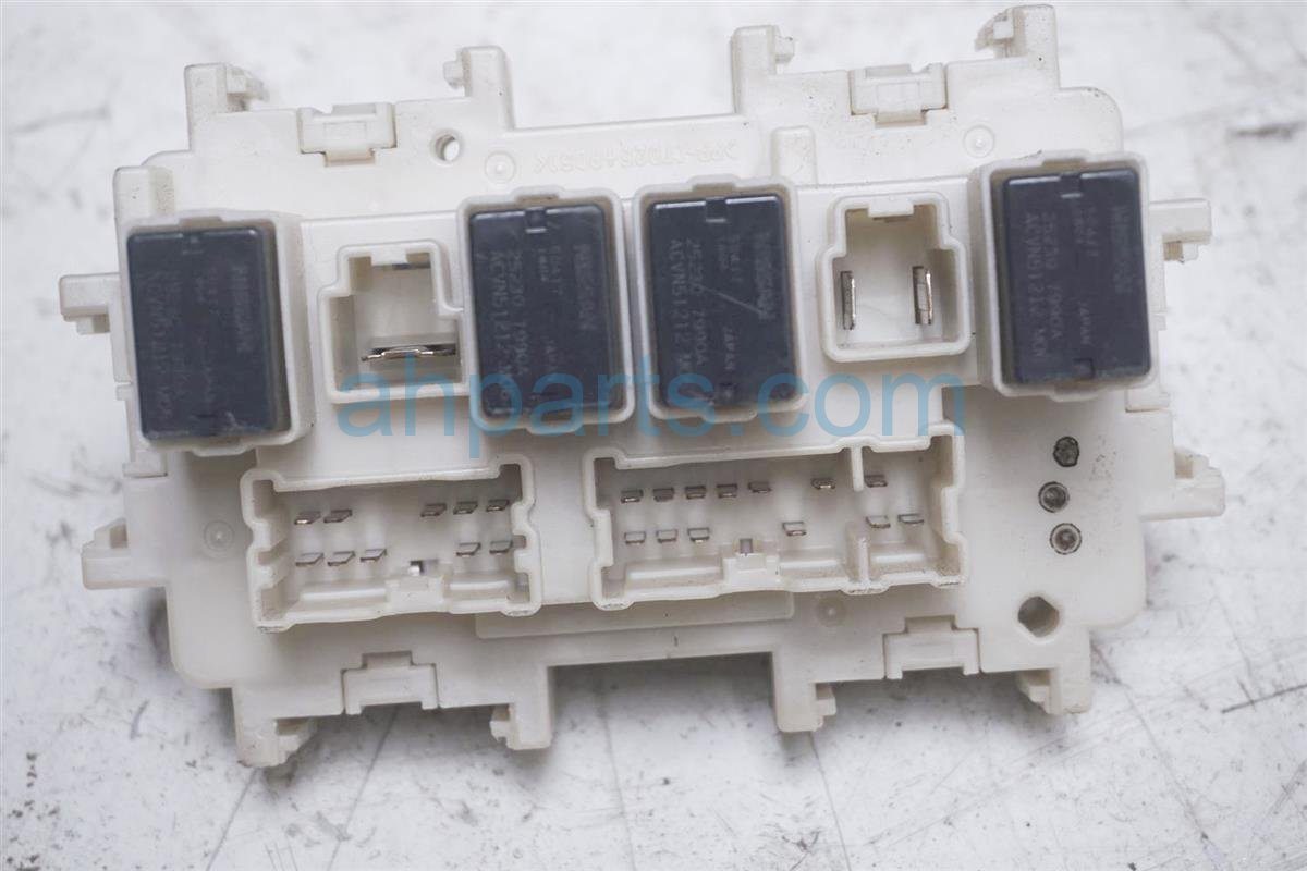 2016 Nissan 370z Cabin Fuse Box 24350-1UX1A on