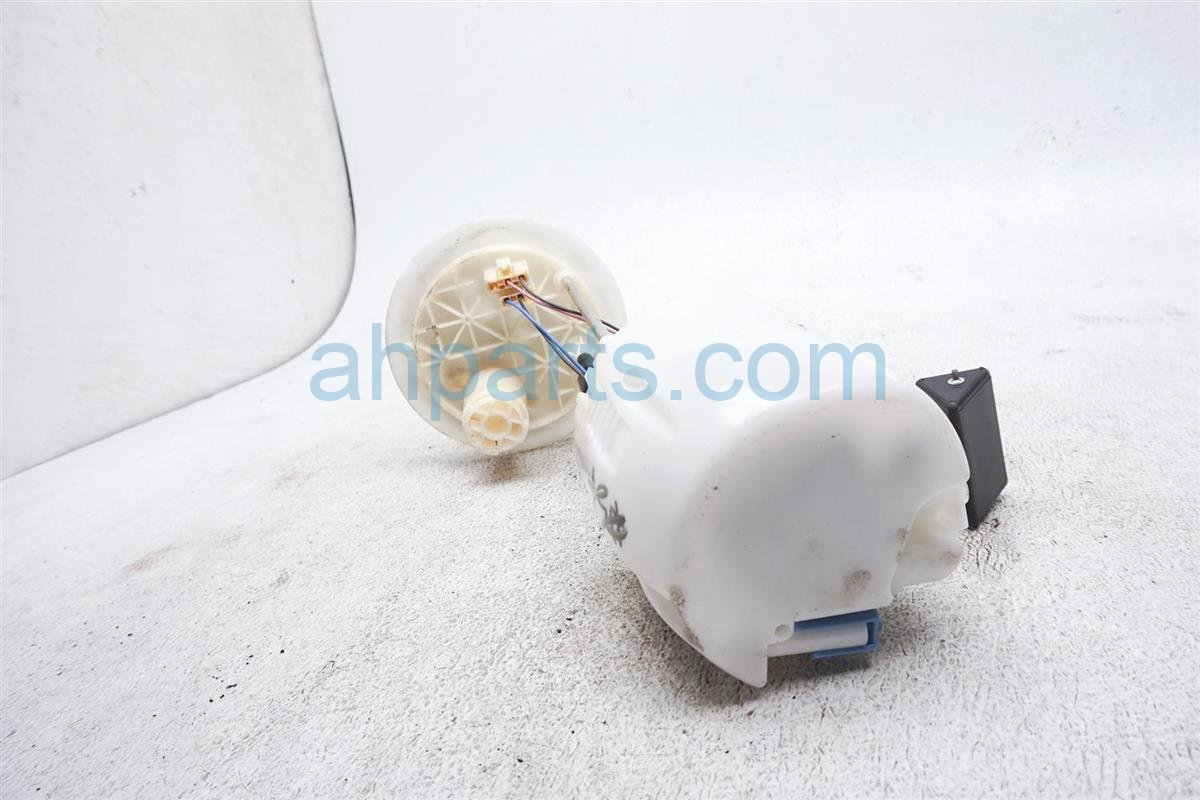 2012 Toyota Prius Gas / Fuel Pump 77020 52451 Replacement