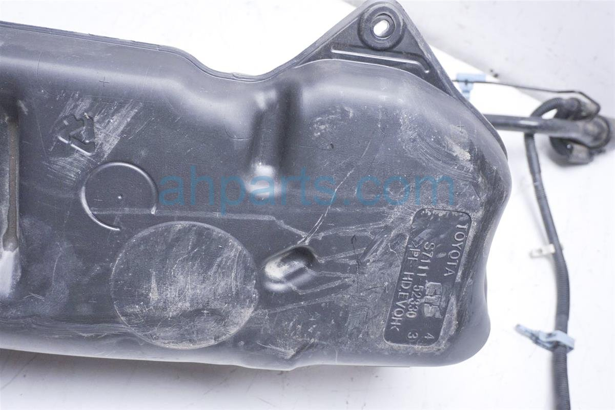 2012 Toyota Prius Gas / Fuel Tank 77001 52360 Replacement
