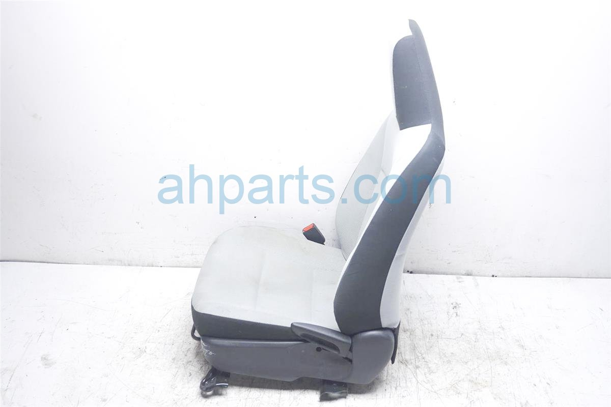 2012 Toyota Prius Front Driver Seat   Light Grey 71074 52L50 B2 Replacement
