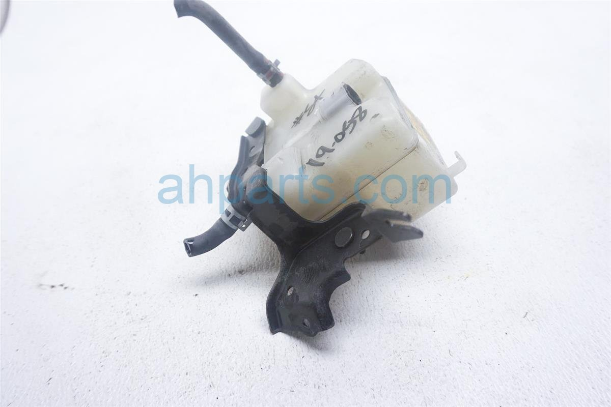2012 Toyota Prius Master Cylinder Reservoir Tank 47220 52300 Replacement