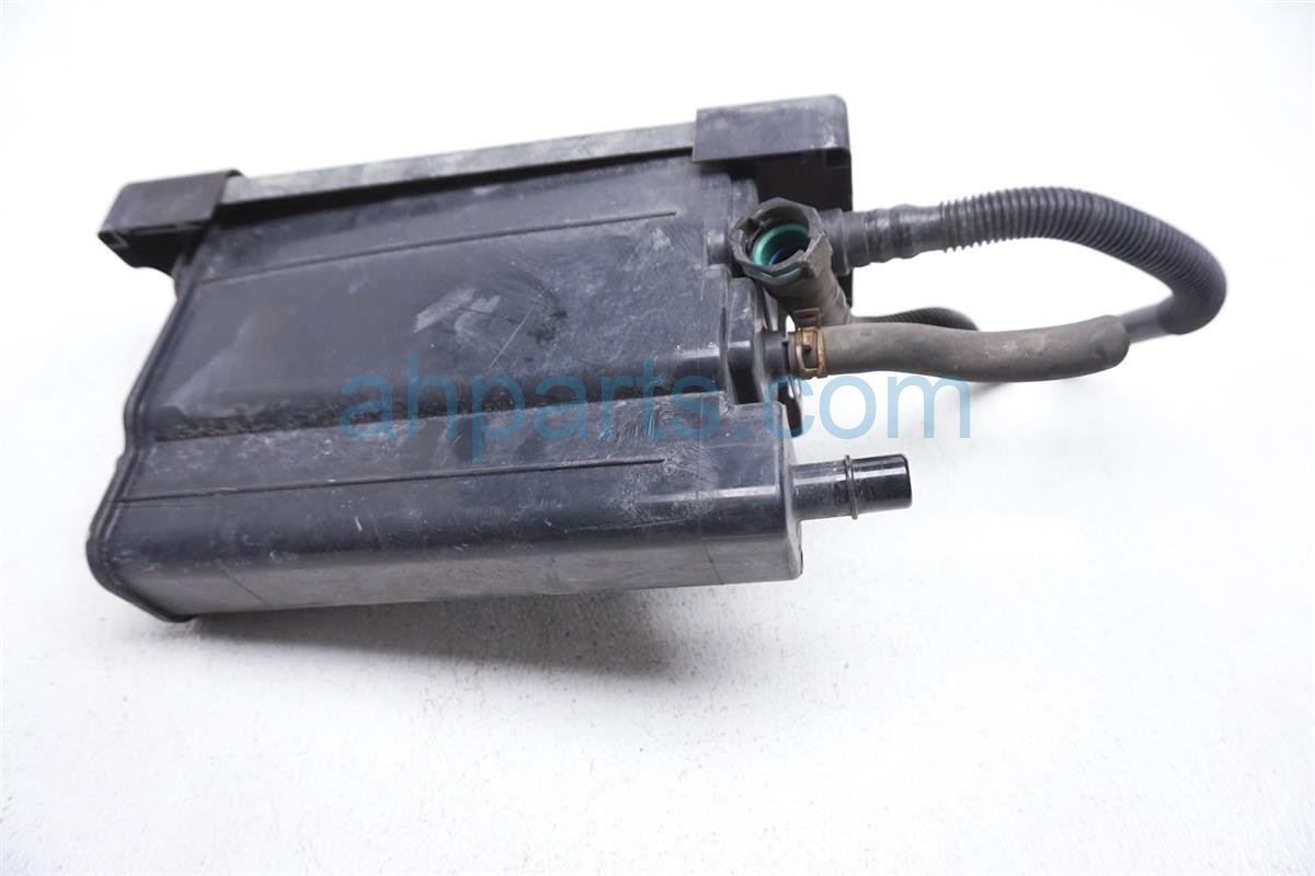 2012 Toyota Prius Fuel Evap Canister 77740 52120 Replacement
