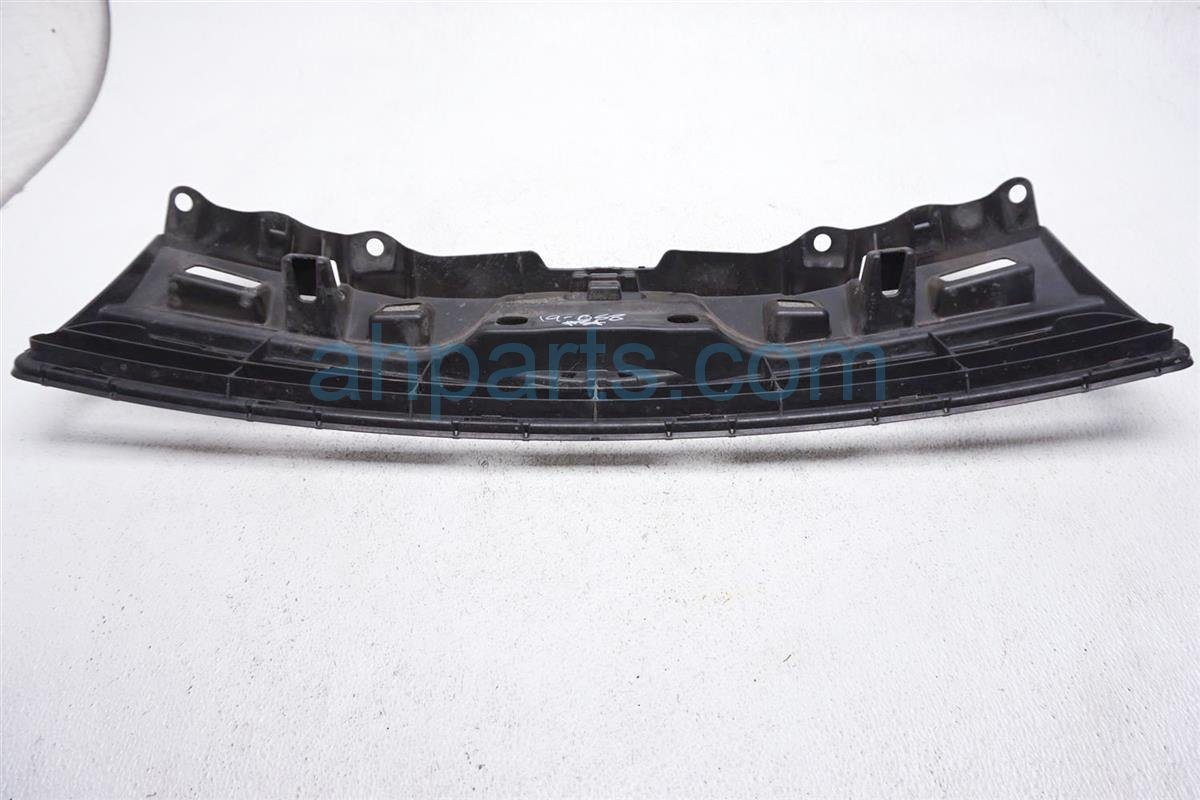 Sold 2012 Toyota Prius Upper Grille 53111 525705311152570 Replacement