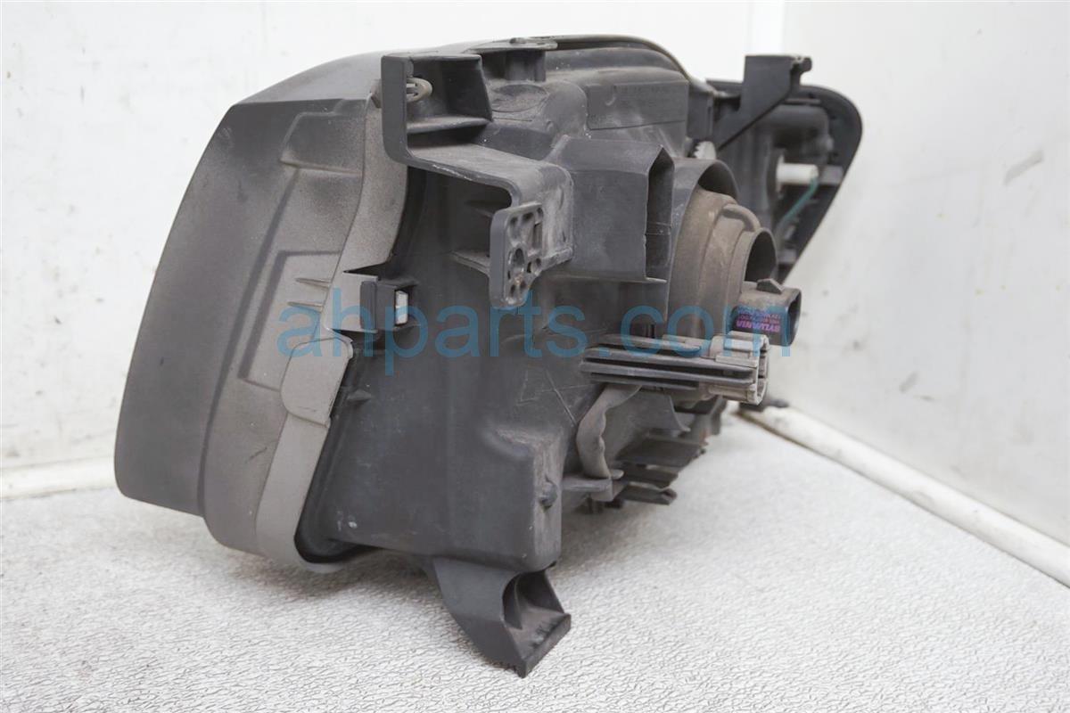 2003 Nissan Xterra Headlight Passenger Head Light / Lamp   Needs Polish 26010 7Z826 Replacement