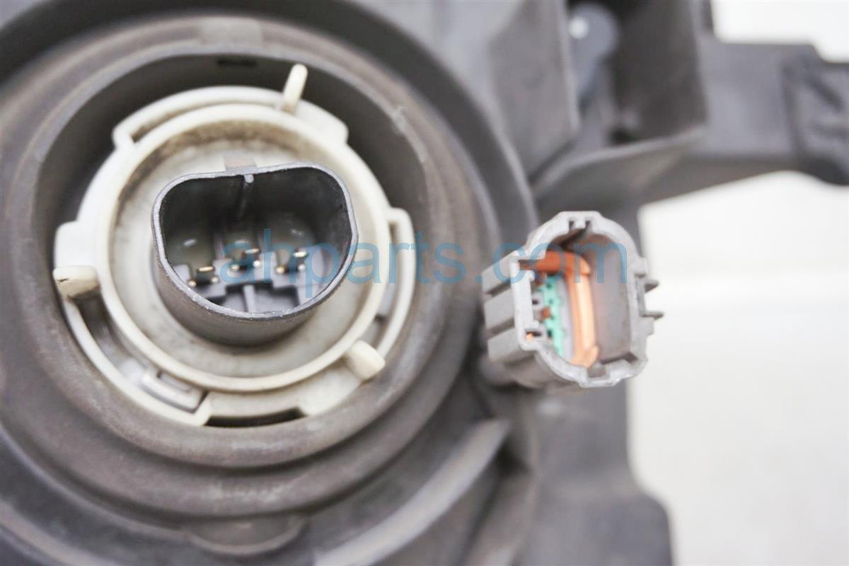 2003 Nissan Xterra Headlight Driver Head Light / Lamp Needs Polish 26060 7Z826 Replacement