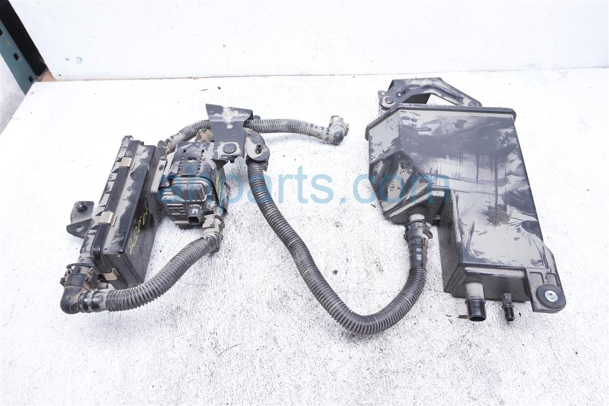 2017 Toyota 86 Fuel Vapor Charcoal Canister SU003 04502 Replacement