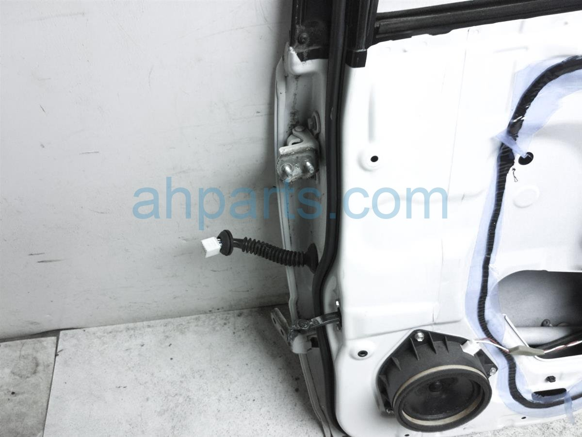 2007 Toyota Highlander Rear Passenger Door   White   Shell Only 67003 48070 Replacement