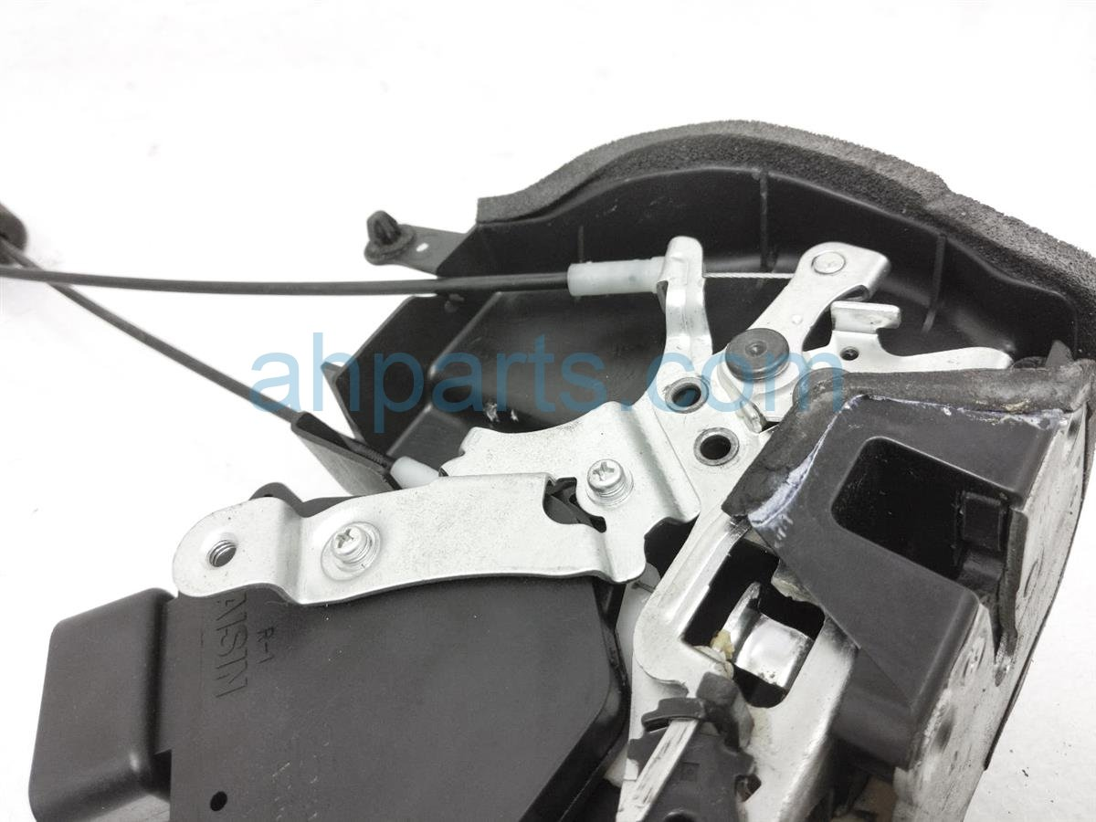 2007 Toyota Highlander Rear Passenger Door Lock Actuator 69050 48030 Replacement