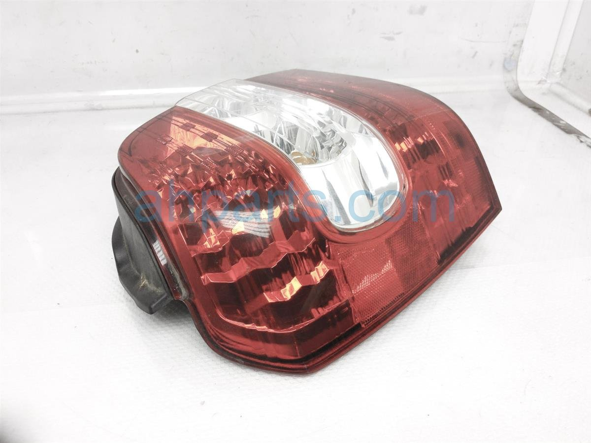 2007 Toyota Highlander Rear Driver Tail Light / Lamp 81561 48130 Replacement