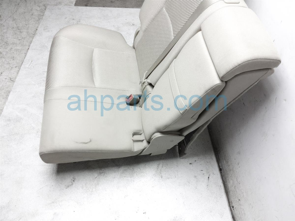 2007 Toyota Highlander Rear / Back (2nd Row) 2nd Row Right Side Seat   Tan Cloth 71075 48240 A5 Replacement