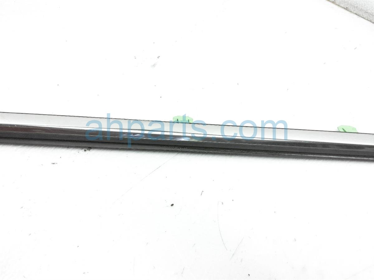 2015 Honda CR V Front Driver Door Window Molding   Chrome 72450 T0G A01 Replacement