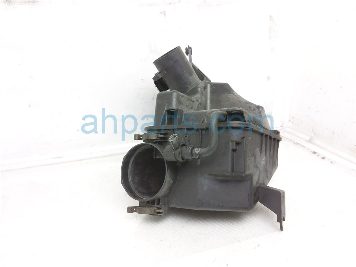 2003 Lexus Is300 Air Cleaner Intake Box   22204 22010 Replacement
