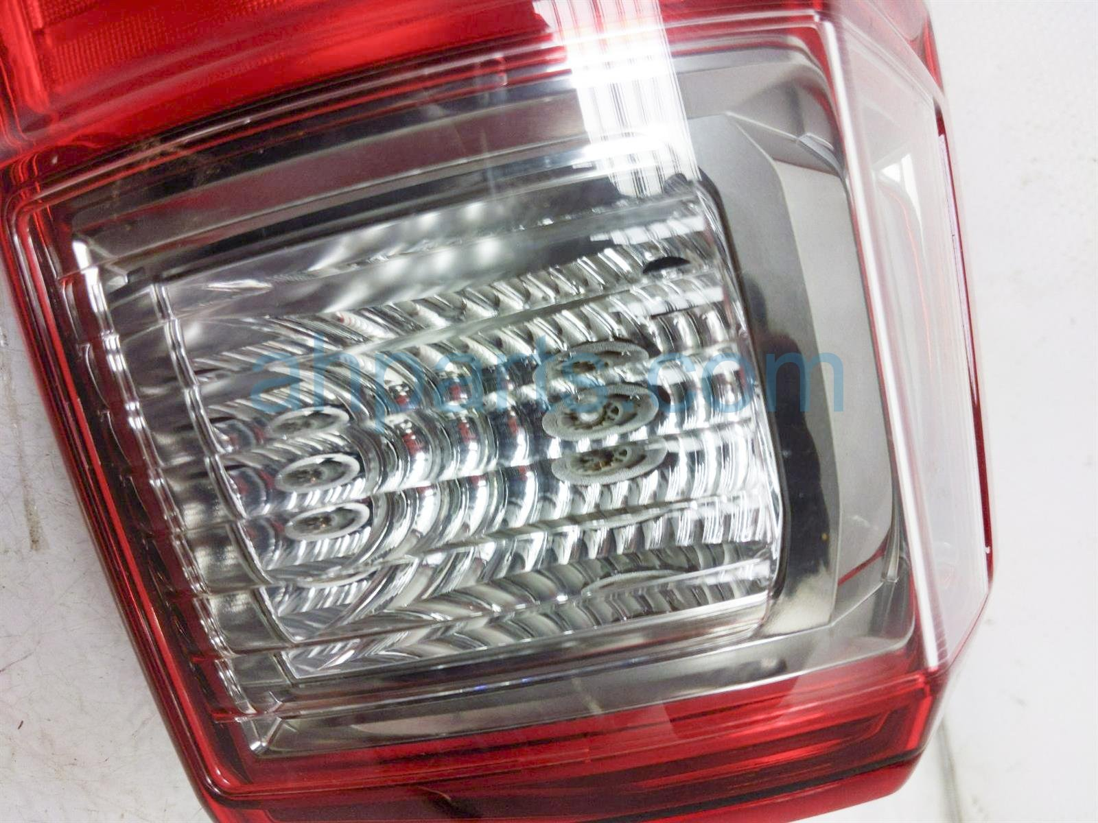 2017 Toyota Tacoma Light / Rear Passenger Tail Lamp (on Body) 81550 04170 Replacement