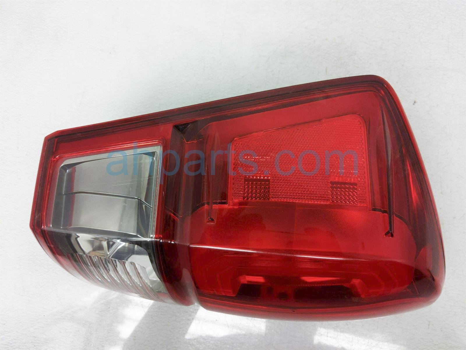 2017 Toyota Tacoma Light / Rear Driver Tail Lamp (on Body) 81560 04170 Replacement