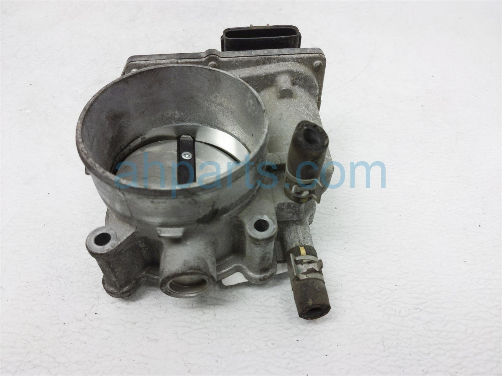 2017 Toyota Tacoma Throttle Body 22030 0P060 Replacement