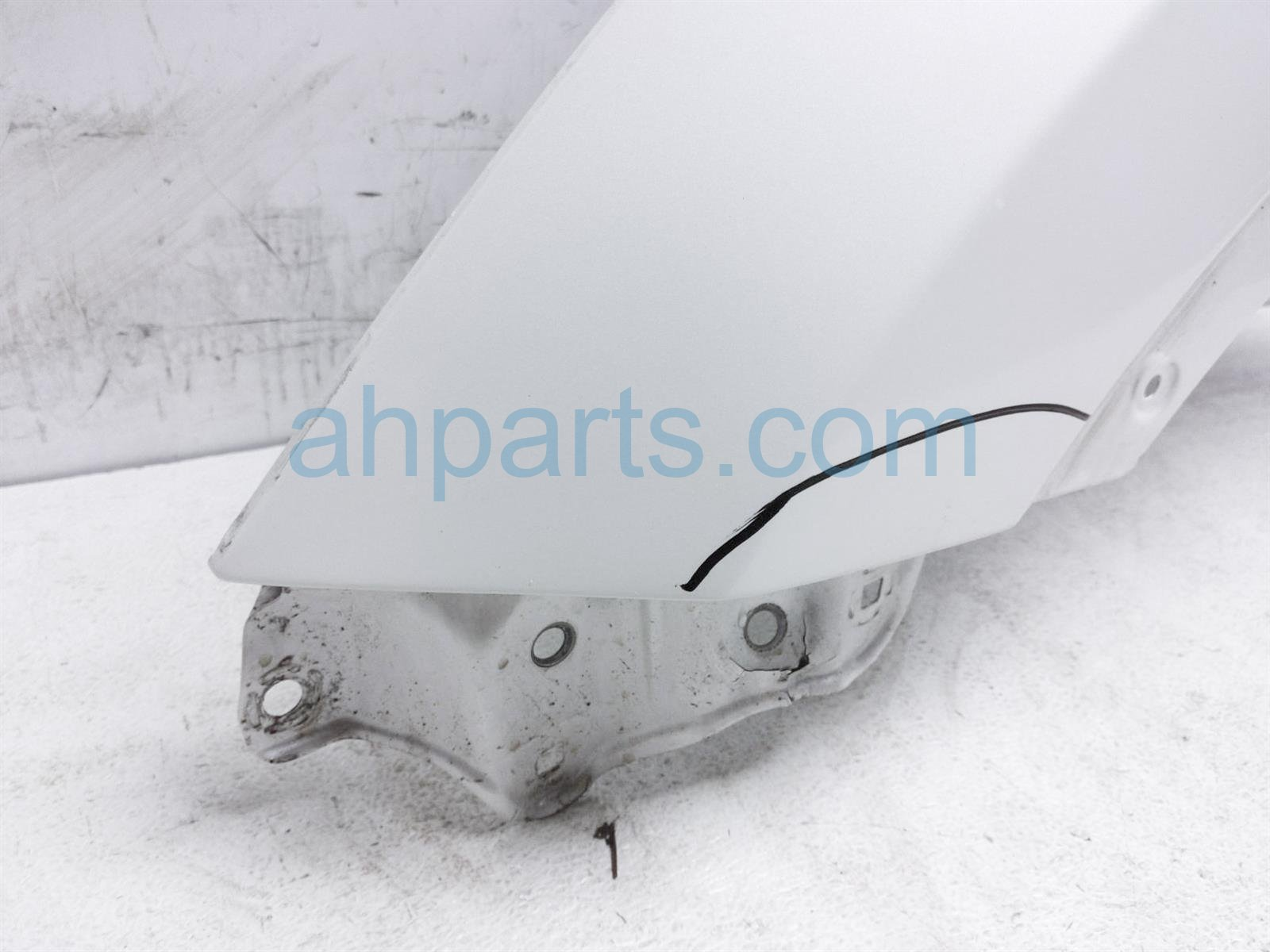 2014 Toyota Highlander Front Driver Fender   White     Has A Bend 53802 0E100 Replacement