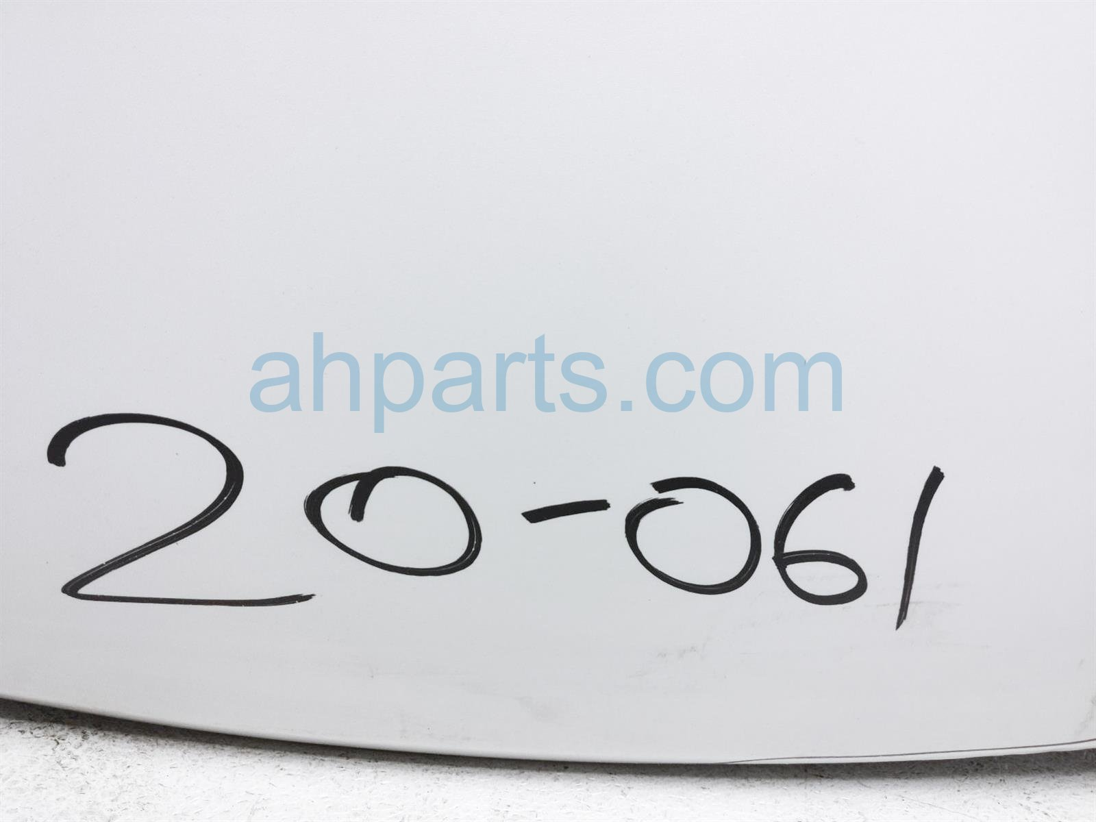 2014 Toyota Highlander Hood   White     See 53301 0E110 Replacement