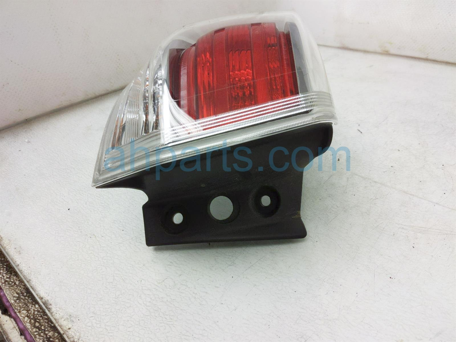 2014 Toyota Highlander Light / Rear Driver Tail Lamp (on Body) 81560 0E100 Replacement
